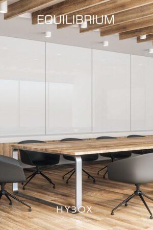nowoczesny stół konferencyjny z blatem z orzecha włoskiego oraz chromowanymi nogami ze stali