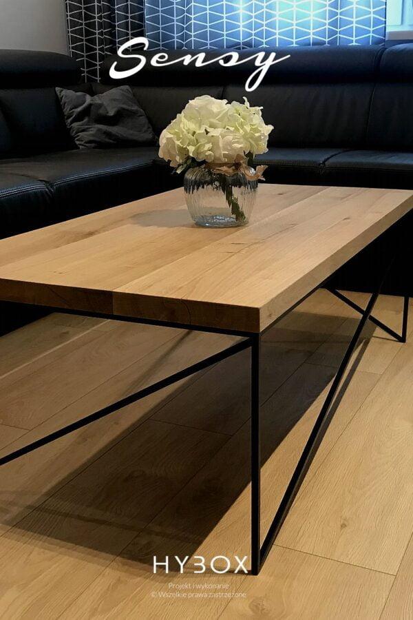 stolik kawowy sensy w salonie z drewnianą podłogą