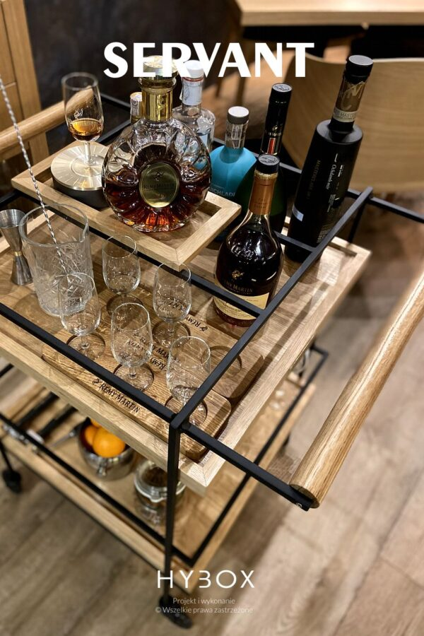 wózek na wino restauracyjny na kółkach